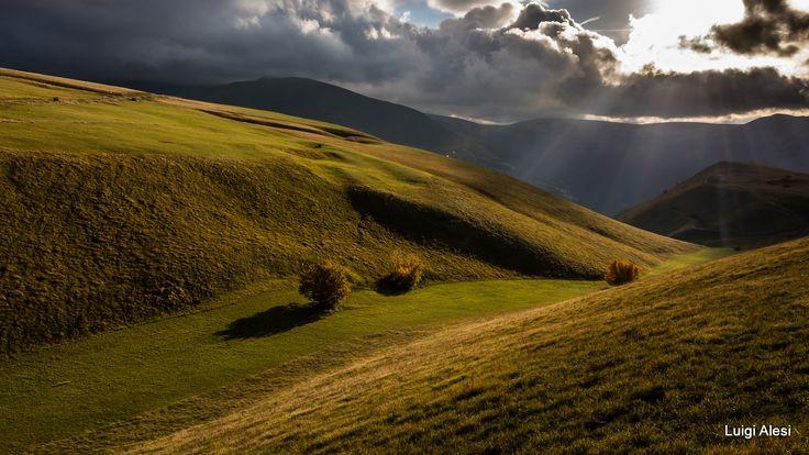 Contrasti di luce - Monti Sibillini - Piani di Ragnolo