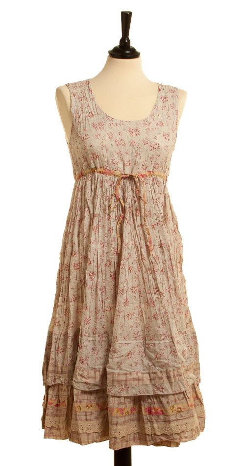 Kleid Numa - I have a nightgown suitable for conversion to get this look....Just need to cut it shorter & make layers...