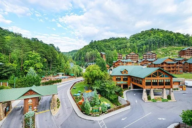 Family vacation in Gatlinburg, TN. Experience the Great Smoky Mountains andexciting outdoor recreational opportunities and other family activities.