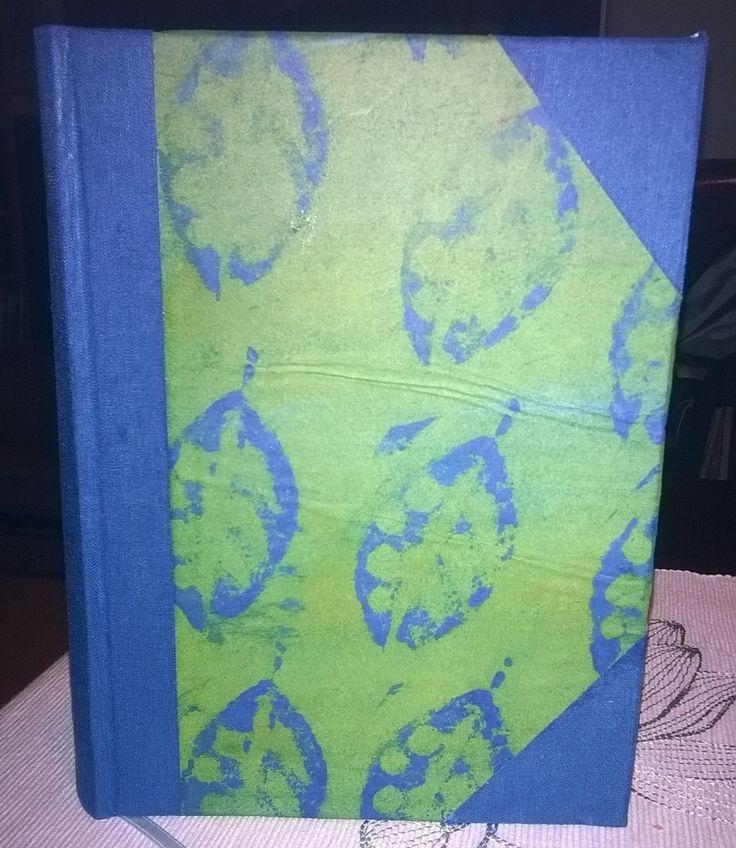 Lempikirjani, edelleen. Paperi ns. rointispaperia, joka on itse värjätty reunaväreillä ja painettu kirjapainovärillä. Ohuen paperin rypyt voisi välttää, jos olisi enemmän taitoa kuin intoa. 2015.