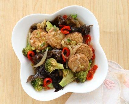 Cah brokoli tahu udang, pilihan menu makan siang nan lezat. Yuk kita segera lihat resepnya.