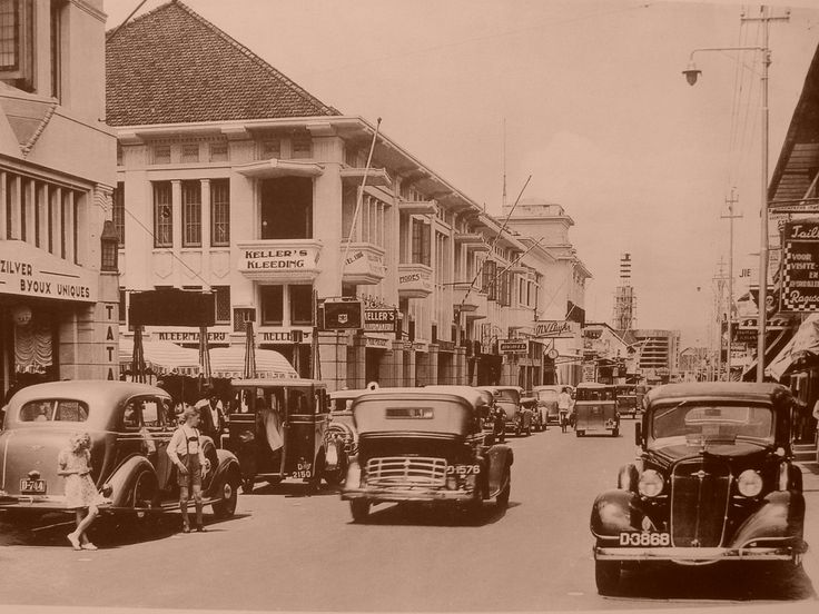 the good ol' time of Braga St. in Bandung City. This street was the heart of the city back then, and still to this day. LOVE this street!!