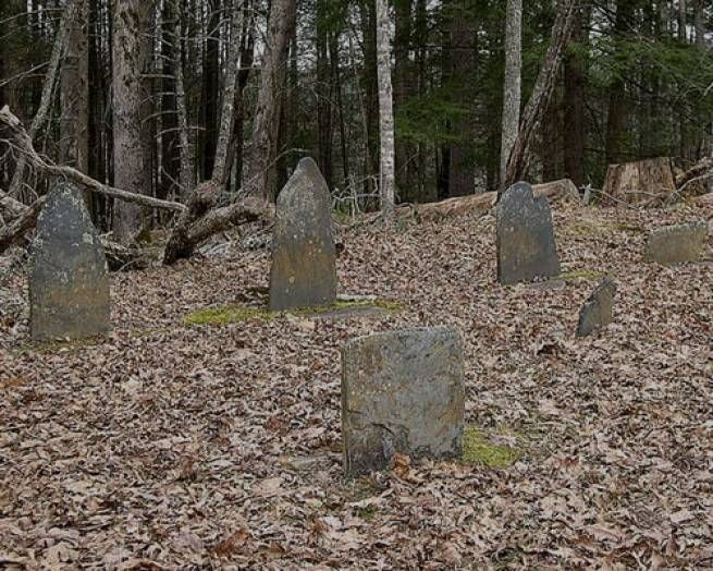 8 creepiest places in the USA: cemetery in Great Smoky Mountains National Park