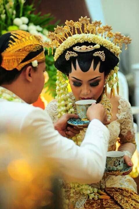 white , indonesia wedding tradision , soloputri , jawa , akad nikah , adat