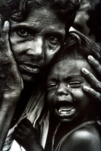 Une mère épuisée et son enfant, frontière de l'Inde et du Bangladesh (1971) Photos-Don McCullin