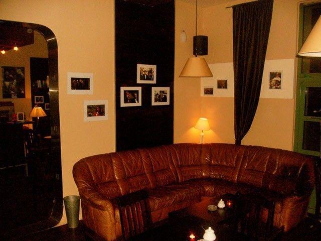 Pub Omerta położony jest na krakowskim Kazimierzu. To idealne miejsce na szybką przekąskę i zimne piwo. http://krakowforfun.com/pl/10/puby/omerta