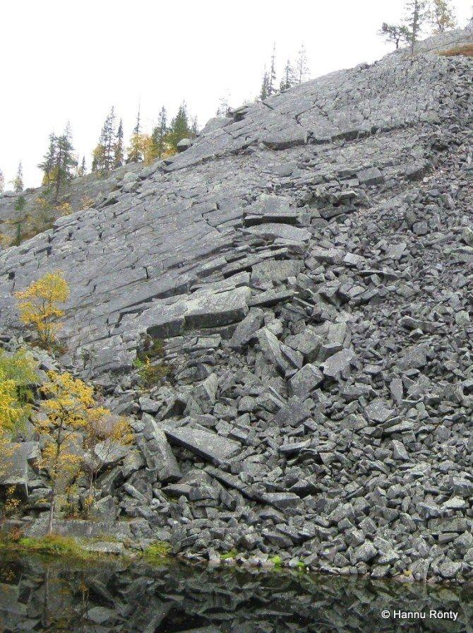Pakkasrapautuminen pirstoo kalliota louhikoksi.