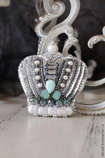 Брошь-кулон ` Принцесса Грёза` Для Ирины.. Праздничная брошь-кулон в серо-серебристо-платиновых тонах с вкраплением освежающей мяты. Благородный серый цвет - один из самых моих любимых цветов, может быть потрясающе элегантним и праздничным!!!