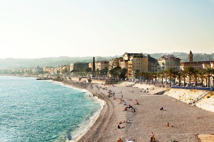 Astele rantapromenadilla syvänsininen meri vierelläsi. Nizzassa ei voi muuta kuin nauttia olostaan. #nice #france #nizza #ranska #tjäreborg