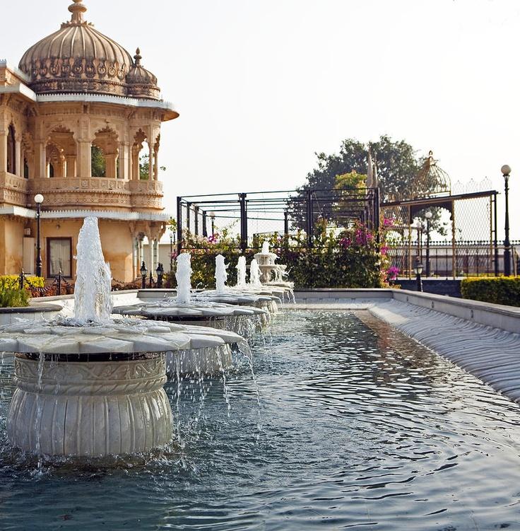 ✯ Fountains and Gardens at Jag Mandir Palace - India