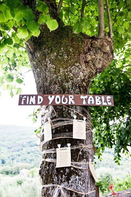 Un albero può diventare un meraviglioso tableau mariage. Ottima idea per nozze eco friendly. www.matrimoniopartystyle.it IL TROVA LOCATION SU MISURA PER VOI