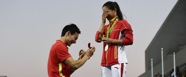 PHOTO: Silver medallist Chinas He Zi, receives a marriage proposal from Chinese diver Qin Kai during the podium ceremony of the Womens diving 3m Springboard Final at the Rio 2016 Olympic Games in Rio de Janeiro, Brazil, Aug. 14, 2016.