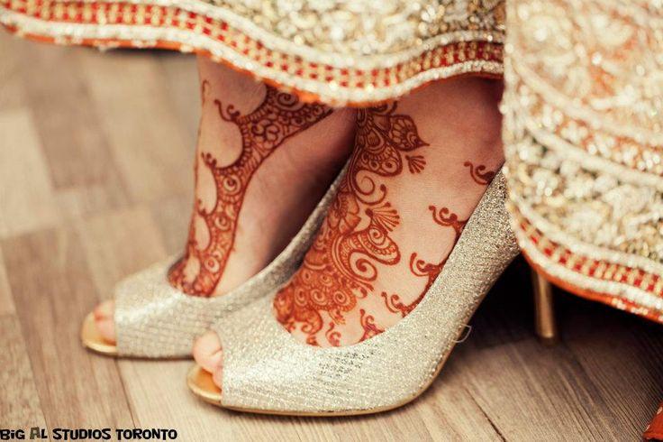 Beautiful intricate wedding mehndi design (henna application)