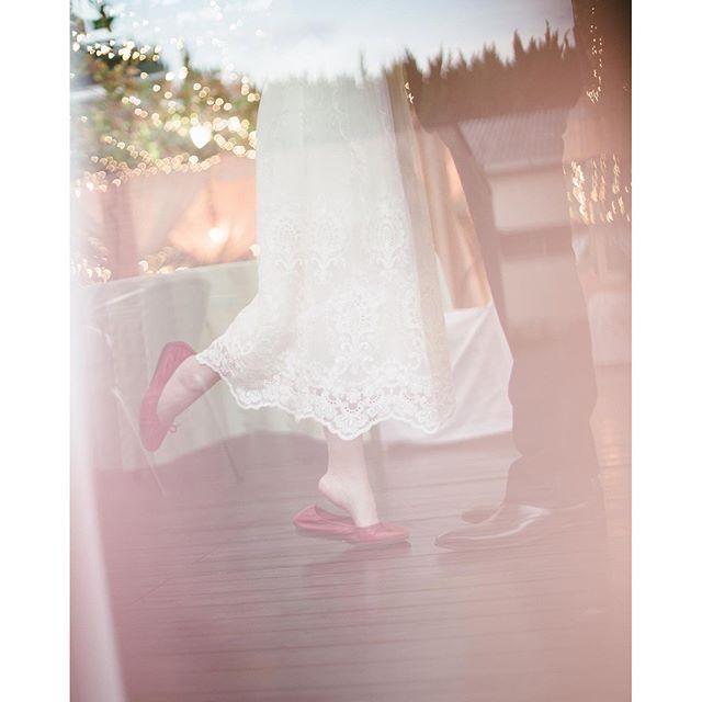 【budounoki_wedding】さんのInstagramをピンしています。 《【★結婚式は背伸びしたくなるもの☆】 一生に一度の結婚式! 後悔しないようこだわったスタイルで!  プランナーも一緒にお手伝い✨  #wedding #weddingparty #photo #photowedding #プレ花嫁 #ぶどうの樹 #ぶどうの樹wedding #福岡 #岡垣 #福津 #筑豊 #木 #森 #森のウェディング #ナチュラルウェディング #オリジナルウェディング #アウトドアウェディング #キャンドルウェディング #フォトウェディング #前撮り》