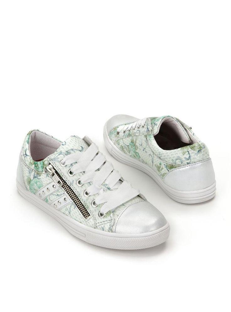IKKE-DU115191   Durlinger Schoenen Zilverkleurige meidensneakers van IK-KE met groene bloemenprint. Het bovenwerk van deze IK-KE schoenen is grotendeels gemaakt van leer. De voering is gemaakt van leer en het voetbed is uitneembaar. De schoenen hebben een decoratieve rits aan de buitenzijde en zijn voorzien van een neuskap.