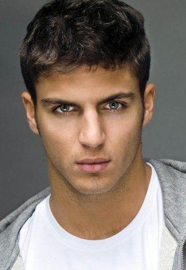 Maxi Iglesias - Los 20 actores españoles más guapos