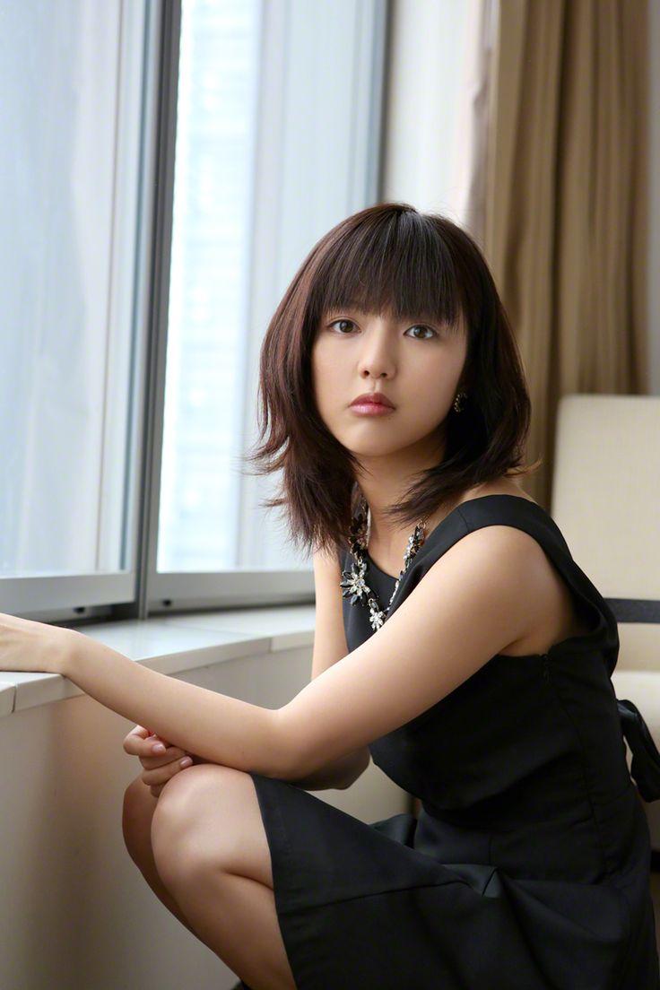 japan-beauty-buzz:【真野恵里菜】完全攻略ガイドBOOK 『画像まとめも、・・・あるよ!』