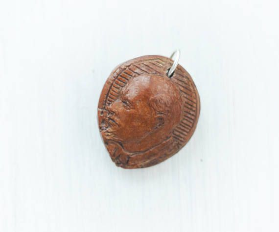 This is a vintage carved peach pit for the collector. Probably carved around the 1940s, communist art depicting the profile of Lenin. Has year of death 1924 and also the year 1947 wich according to my research was the first year Hungary had a communist government elected. Probably the pit