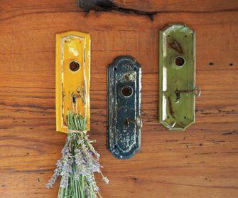 Vecchie maniglie delle porte come ganci