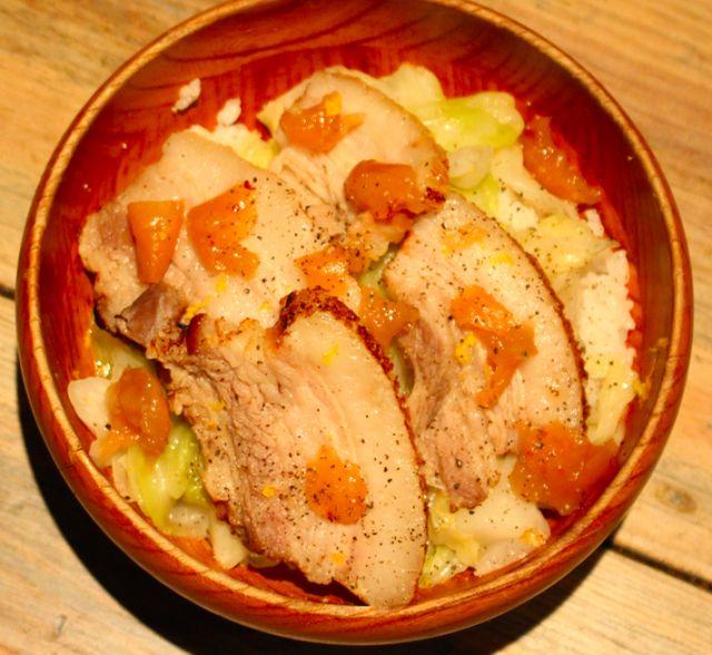 まかない飯:渋谷の人気ビストロが作る「自家製ベーコンのキャベツ煮丼」レシピ - macaroni