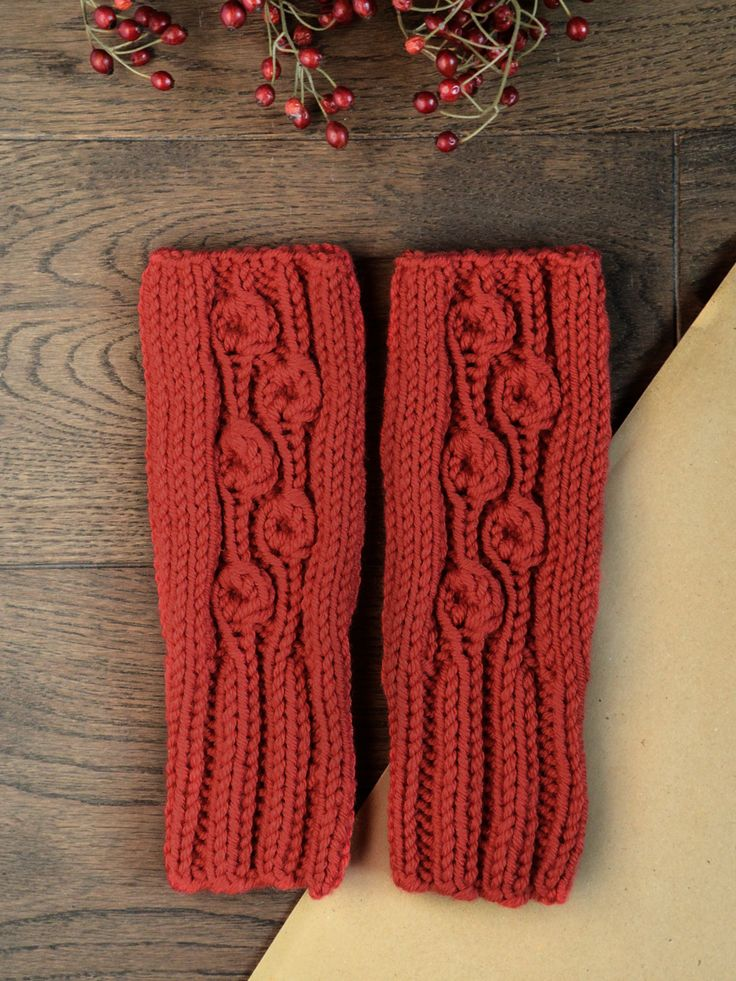 Warm, soft and comfortable mittens will warm up your hands giving you the freedom of movements. Made with amazing merino wool.  Available on www.tenderside.com