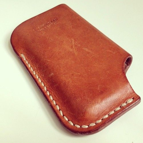 Old iPhone4 cover showing some great #patina - this 8ply linen thread is looking great though #leatherwork #leathercraft #leathercover #ipho...