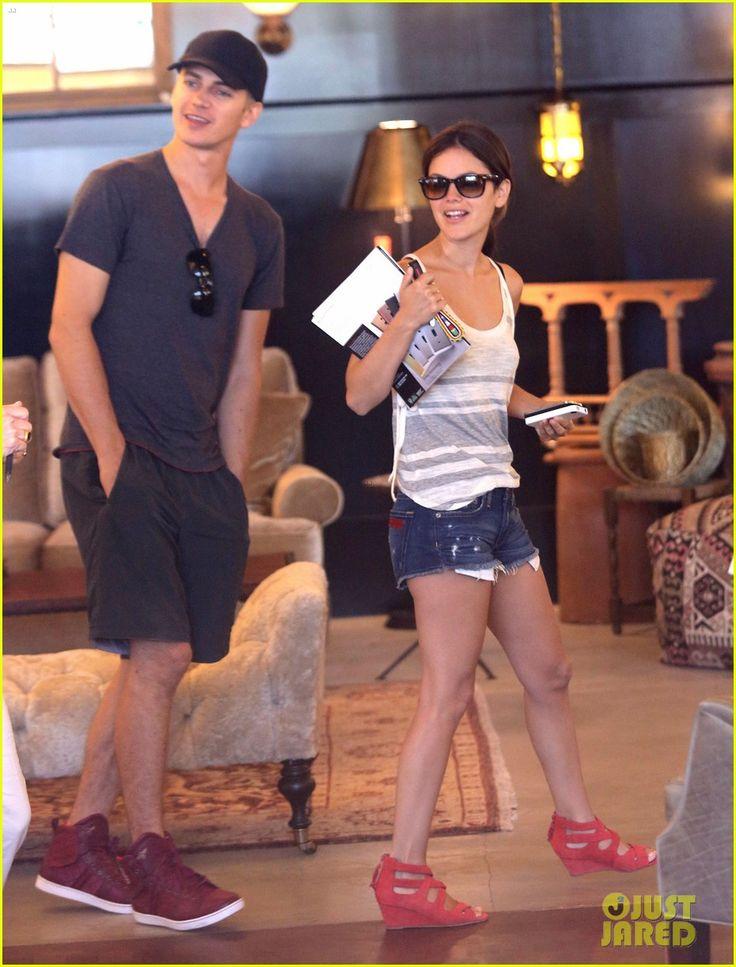 RED!  WEDGE!  SHOES!    Rachel Bilson & Hayden Christensen: Culver City Shopping