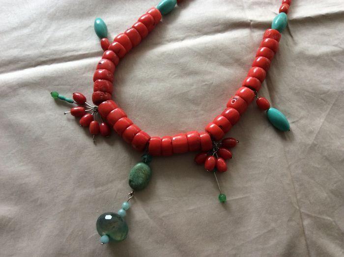 Nu in de #Catawiki veilingen: bloedkoralen halsketting met agaten en hovliten.