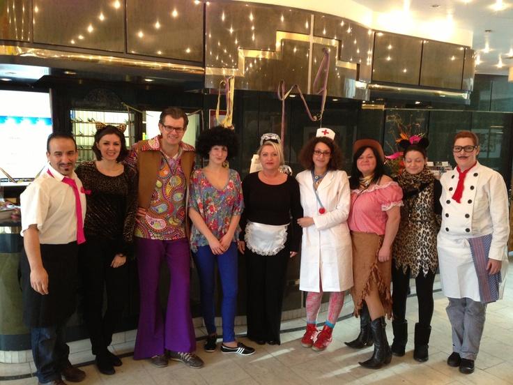 Das Team vom carathotel Düsseldorf feiert den Rosenmontag - Karneval in Düsseldorf 2013!