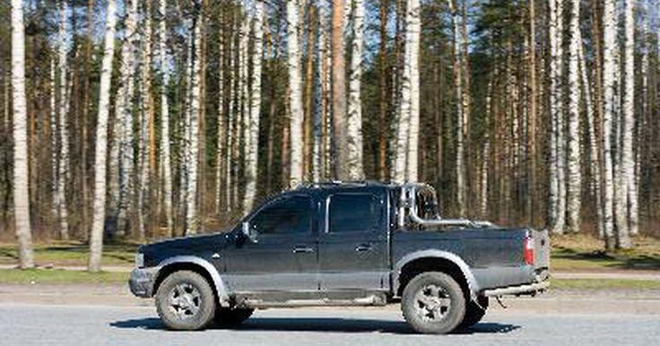 Especificaciones de una Ford Ranger 2000. La Ford Ranger 2000 ofrece a los conductores de camionetas y a los entusiastas una tracción en las 4 ruedas, alto desempeño en una cabina confortable con una conducción suave. Ford introdujo originalmente la camioneta Ranger en 1982, y desde entonces ha sido objeto de muchas revisiones. La serie 2000 está disponible en cabina regular o súper con ...