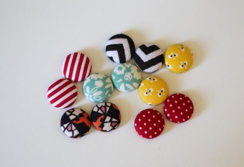 Tutorial - DIY Fabric-Covered Button Earrings