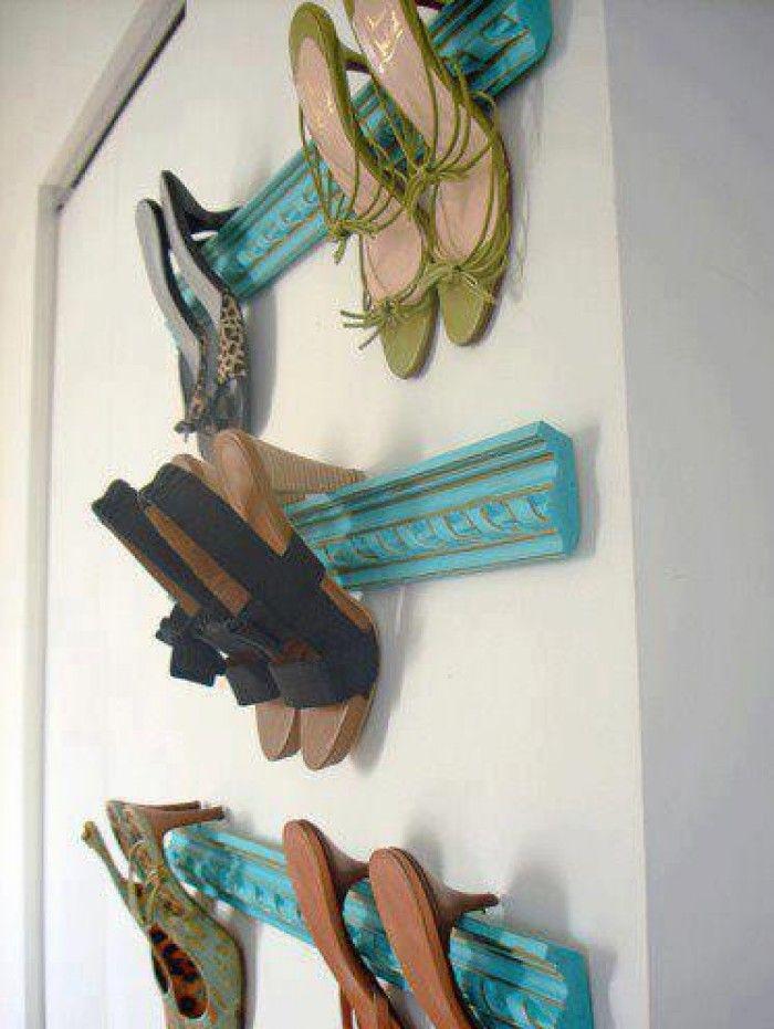 Je mooiste schoenen met hakken aan de muur. Niet alleen opgeruimd, maar ook een must voor het oog...