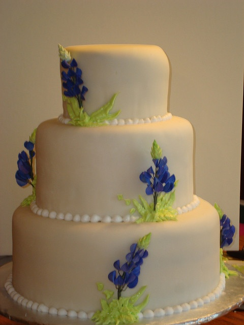 bluebonnet wedding cake | bakery items | Pinterest | My ...