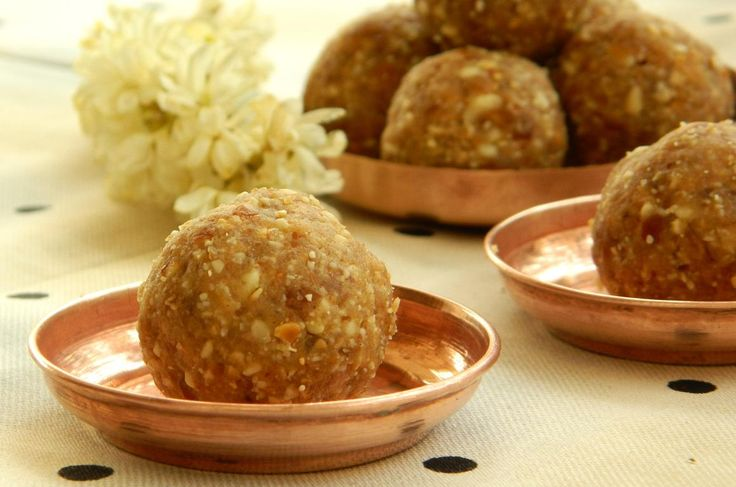 This Diwali gift your health conscious loved ones this guilt-free and sugar-free date and peanut ladoo. Innovative ideas @flowerzncakez