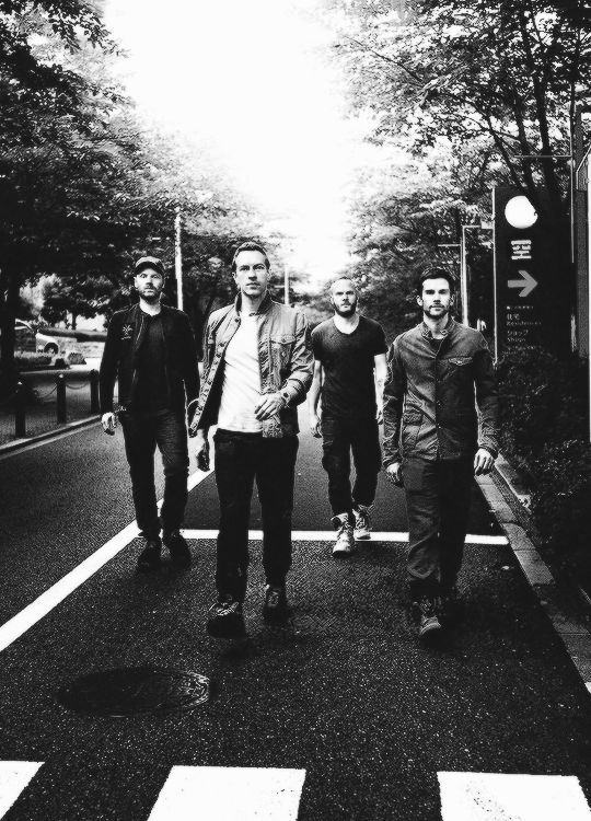 → 49/50 Favourite photos of Coldplay
