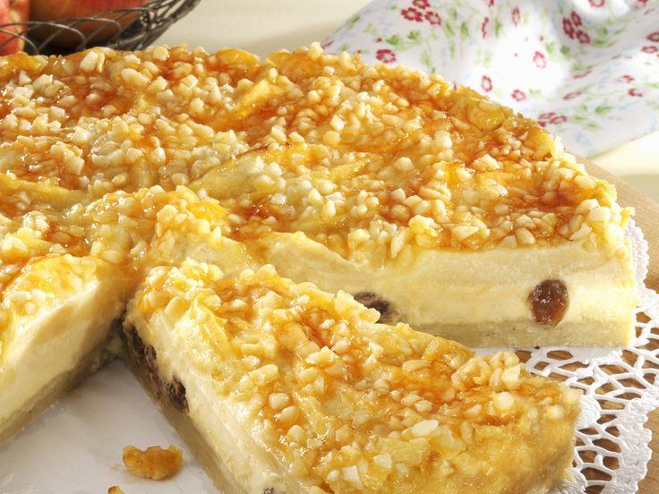 Rosinen-Käsekuchen mit Apfelhaube | Zeit: 40 Min. | http://eatsmarter.de/rezepte/rosinen-kaesekuchen-mit-apfelhaube