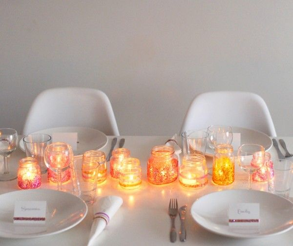 Pretty, simple tablescape from The Gliter Guide.  Warning: requires the use of glitter.  Duh.