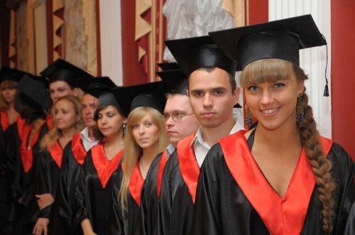 Квадратная академическая шапочка