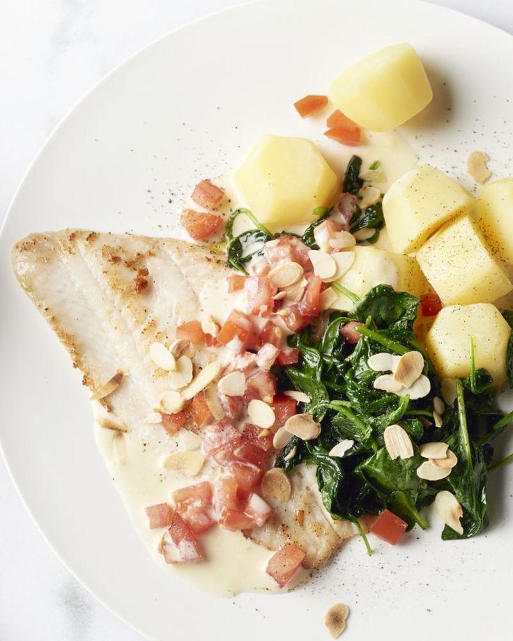 Heerlijk krokant gebakken pladijsfilets  met een frisse citroensaus, gestoofde spinazie, gekookte aardappeltjes  en afgewerkt met amandelschilfers.