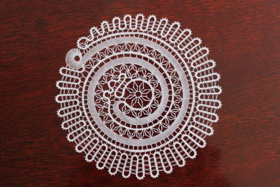 Round White Cotton Lace Tablecloth 'Shell'