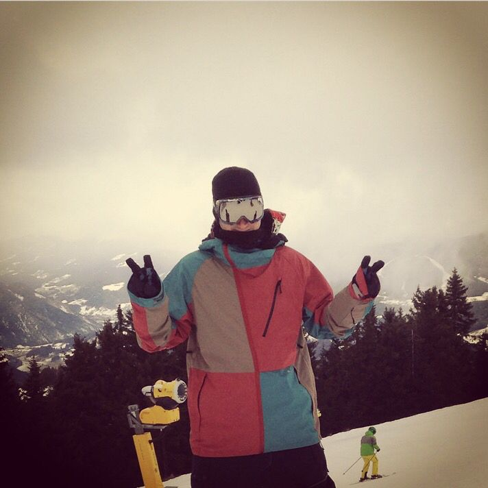 Snowboarding, 686.