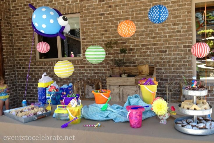 Splash or Swim Party Decorations, Food & More! Simple, fast and really cute decorations! eventstocelebrate.net