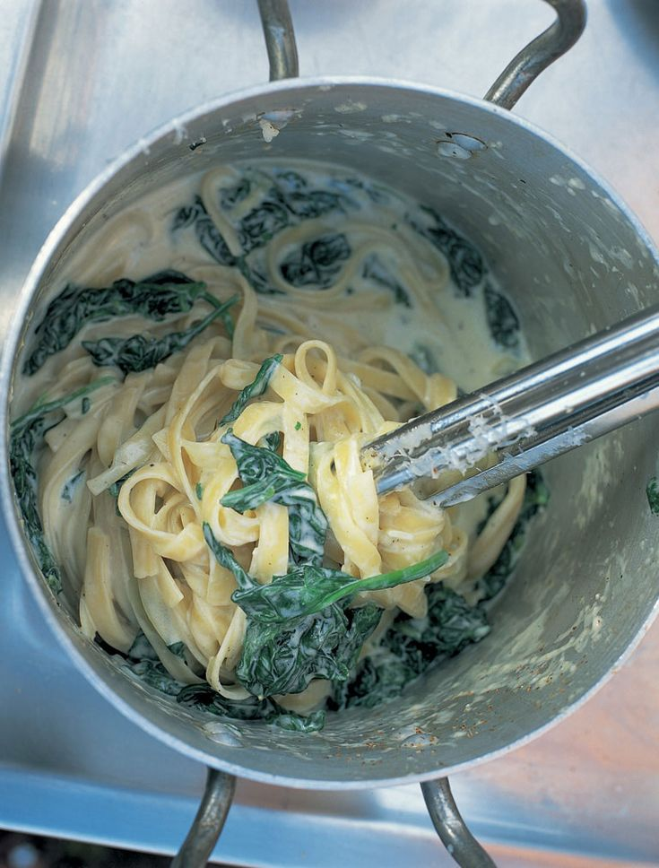 Tagliatelle with spinach, mascarpone and Parmesan
