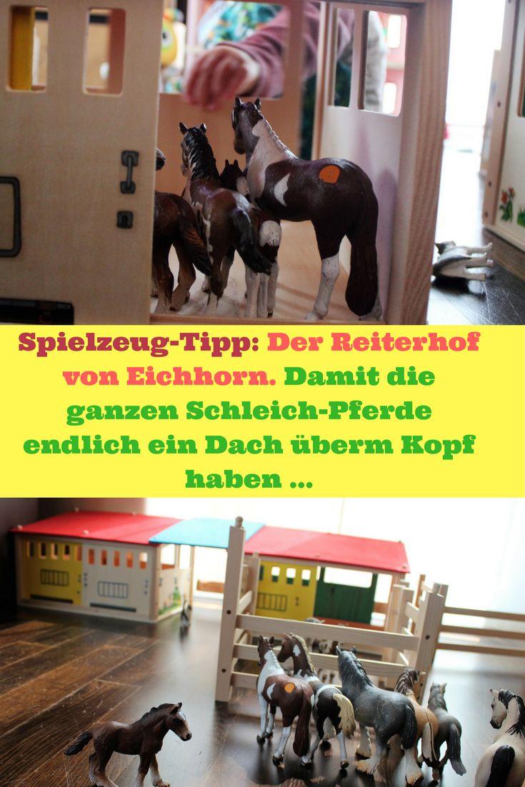 """Endlich haben unsere Spielzeug-Pferde von Schleich ein Dach überm Kopf: Der Pferdestall von Eichhorn gibt ihnen ein wohliges Zuhause. Ein Spielzeug-Tipp von """"Mama und die Matschhose"""" für Kinder ab drei."""