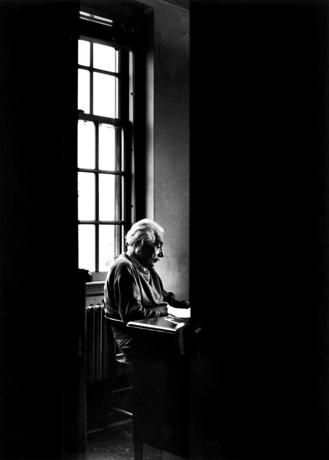 Alfred Eisenstaedt: Albert Einstein sitting alone at the Institute for Advanced Study. Princeton, NJ, November, 1947.