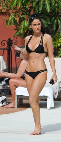 Vicky Pattison shows her bikini perfect trim body  Vicky Pattison looked hot and showed her bikini perfect trim body. Best friends Vicky Pattison and Casey Batchelor showed off their incredible physiques as they stepped out on   holiday wearing skimpy bikinis. The pair treated themselves to a little getaway in Costa Adeje, Tenerife, which has become something of a hotpot thanks to the TOWIE cast. Check out at: http://www.womenfitness.net/news/other/vickyPattison_pbody.htm