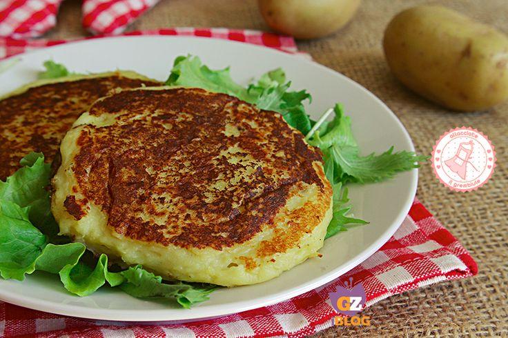 I burger di patate sono una ricetta facile, veloce, economica ma davvero gustosissima da preparare ai bambini ma anche ai grandi.
