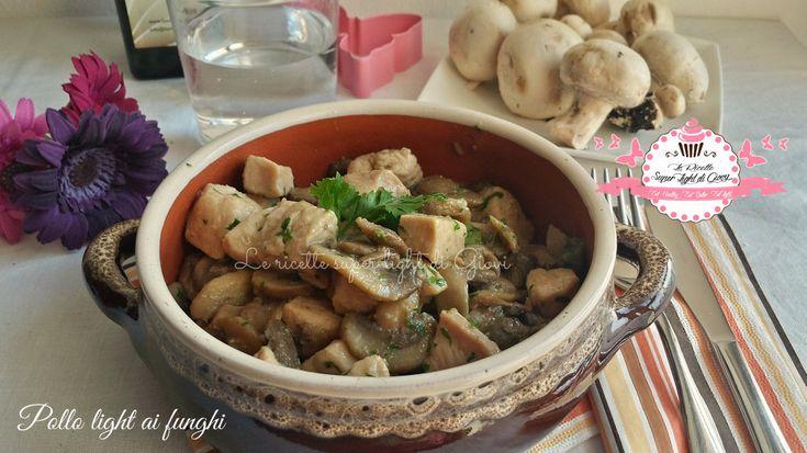 Ciao a tutti! Oggi vi propongo un secondo piatto da leccarsi i baffi, è il pollo ai funghi in versione light, quindi niente farina e ottimo olio extravergi