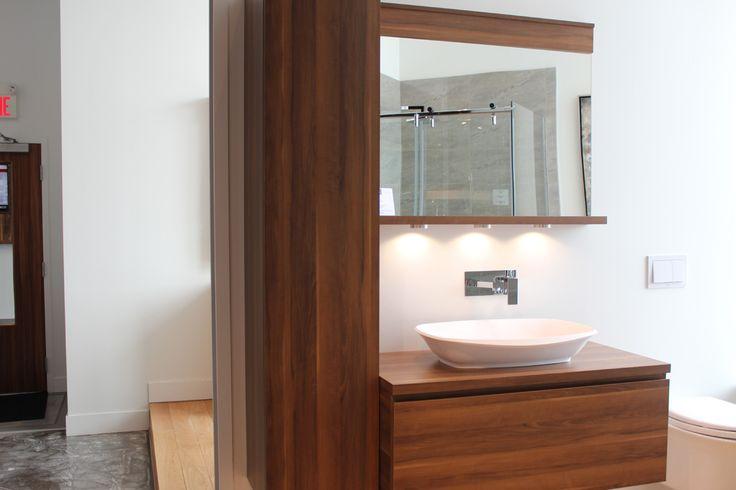 Un look classique et contemporain pour une salle de bain design ! #salledebaindesign #vanitebain #plomberie http://www.boutiquealo.com/meuble-lavabo-vanite-salle-de-bain
