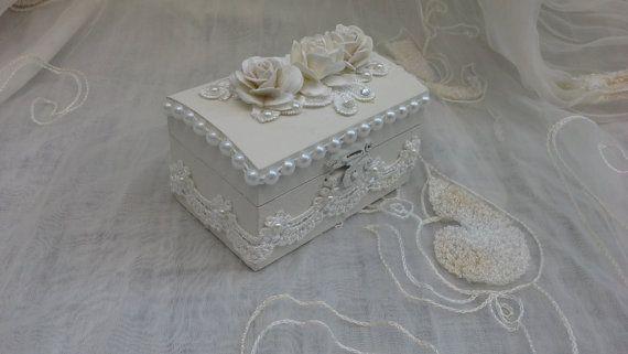 de mariage, la main peint à la peinture blanche et orné de roses de ...